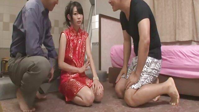 Asiático posa en silverfox frente al espejo inocentes 18 fakings