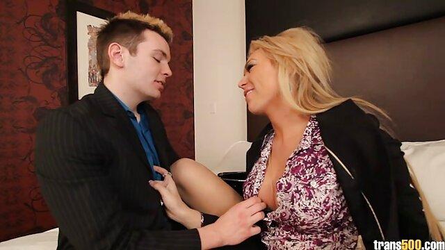 Adolescente hermosa seduce a fake taxi valentina su hermanastro cachondo