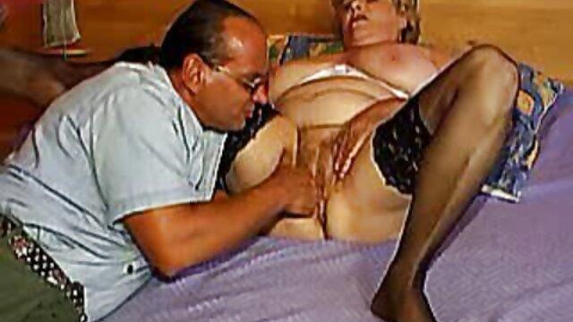 Daria fakefaxi Glower expone su coño peludo