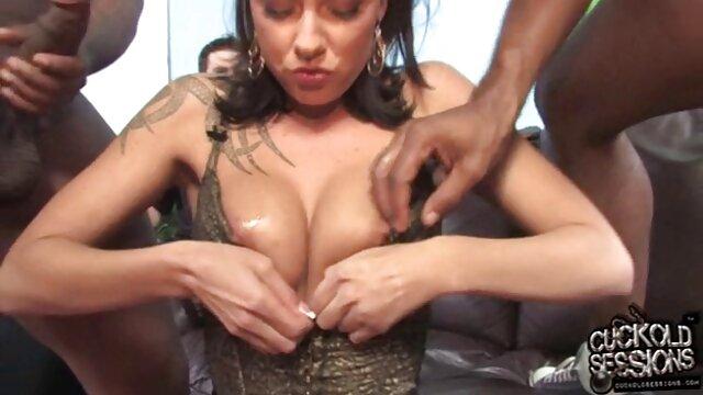 ella es fake boobs solo increíble lechón