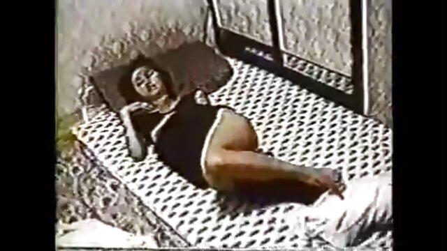 Tiny4k La amante del bastón de caramelo Elsa Jean follada por una gran scarlett johansson fake video polla