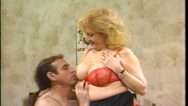 Bev fake boobs solo Cox y Alicia Rhodes en acción anal FFFMM