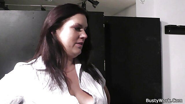 FILF - La madrastra Lily Lane pilla a su hijo masturbándose en sus fotos fakehospital free porn